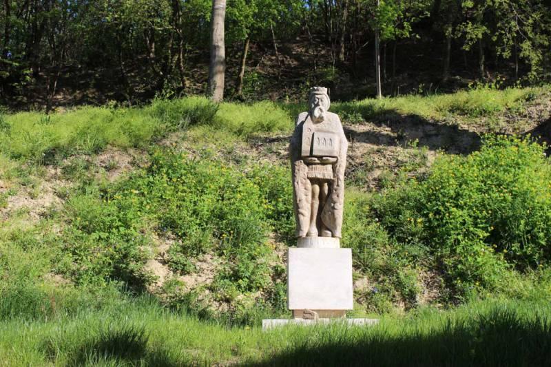 Szent László király szobra a kegyhelyen