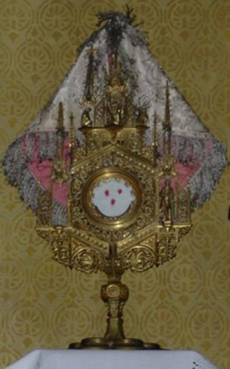 eucharisztikus-csoda-batan-rekonstrualt-ereklyetarto.jpg